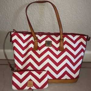 AMAZING red and white large dooney and bourke bag